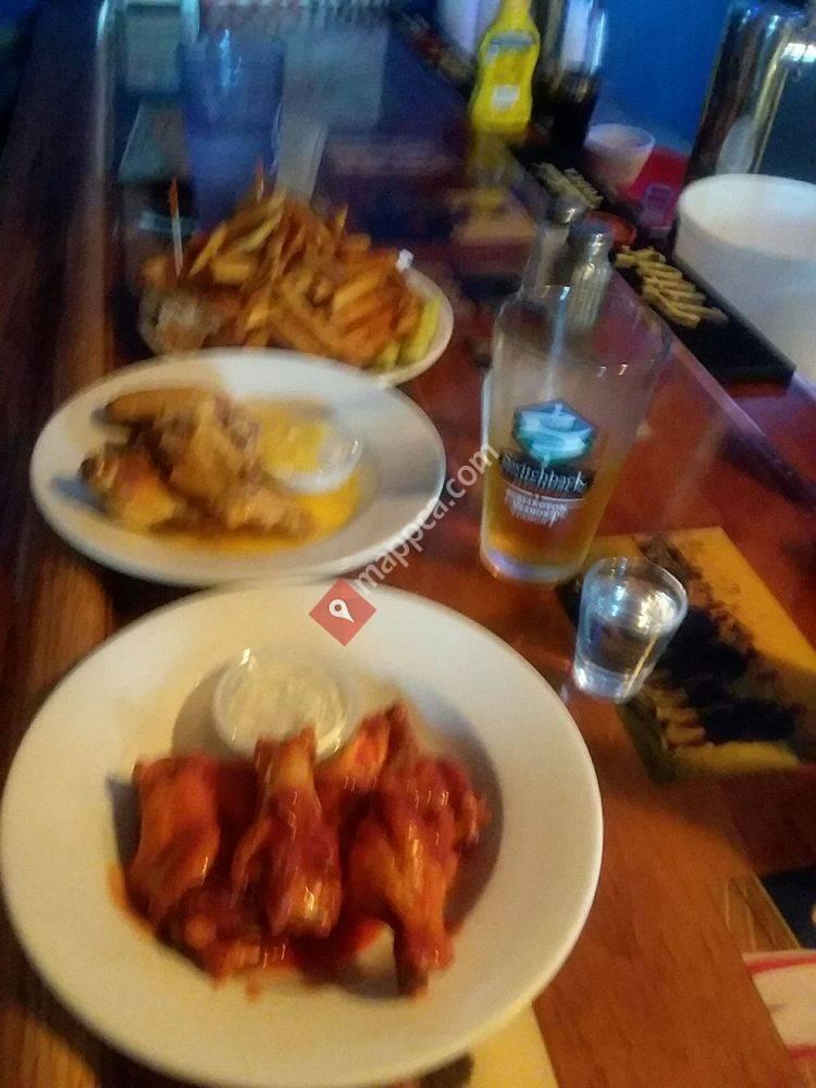 1/2 Ton's Bar & Grill